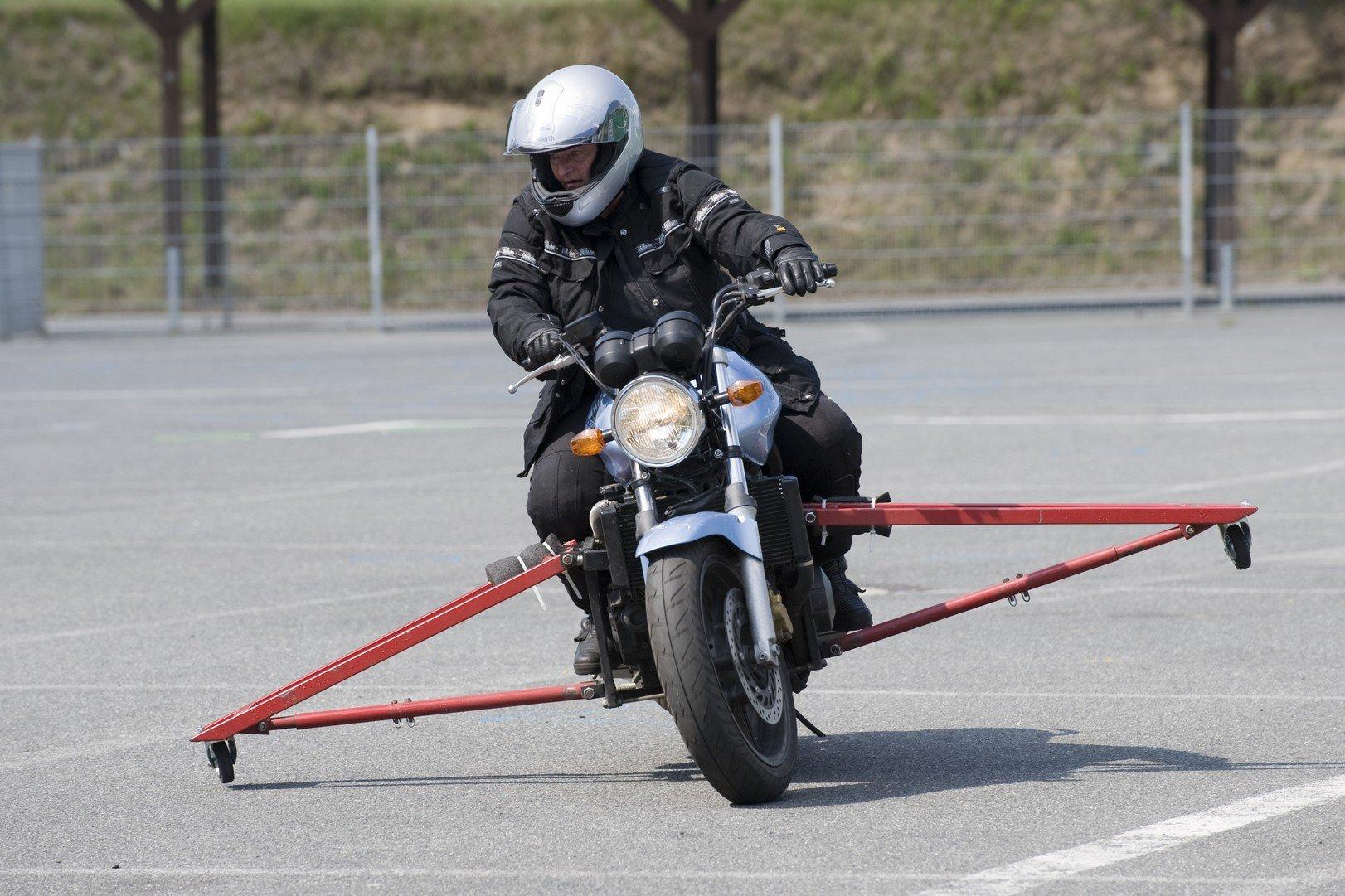 Motorrad-Sicherheitstraining-Schraeglagentraining-004