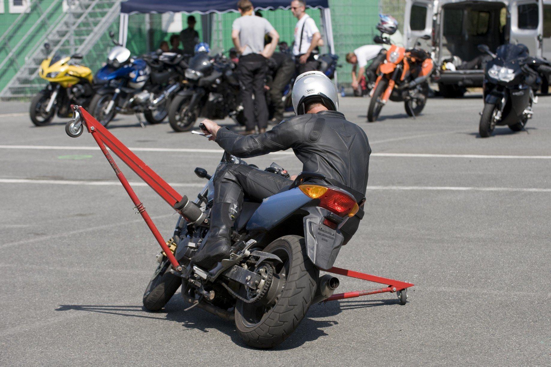 Motorrad-Sicherheitstraining-Schraeglagentraining-009