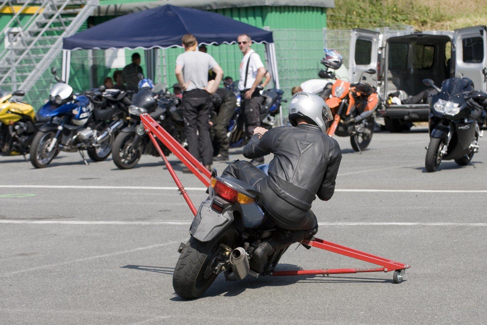 Motorrad-Sicherheitstraining-Schraeglagentraining-010