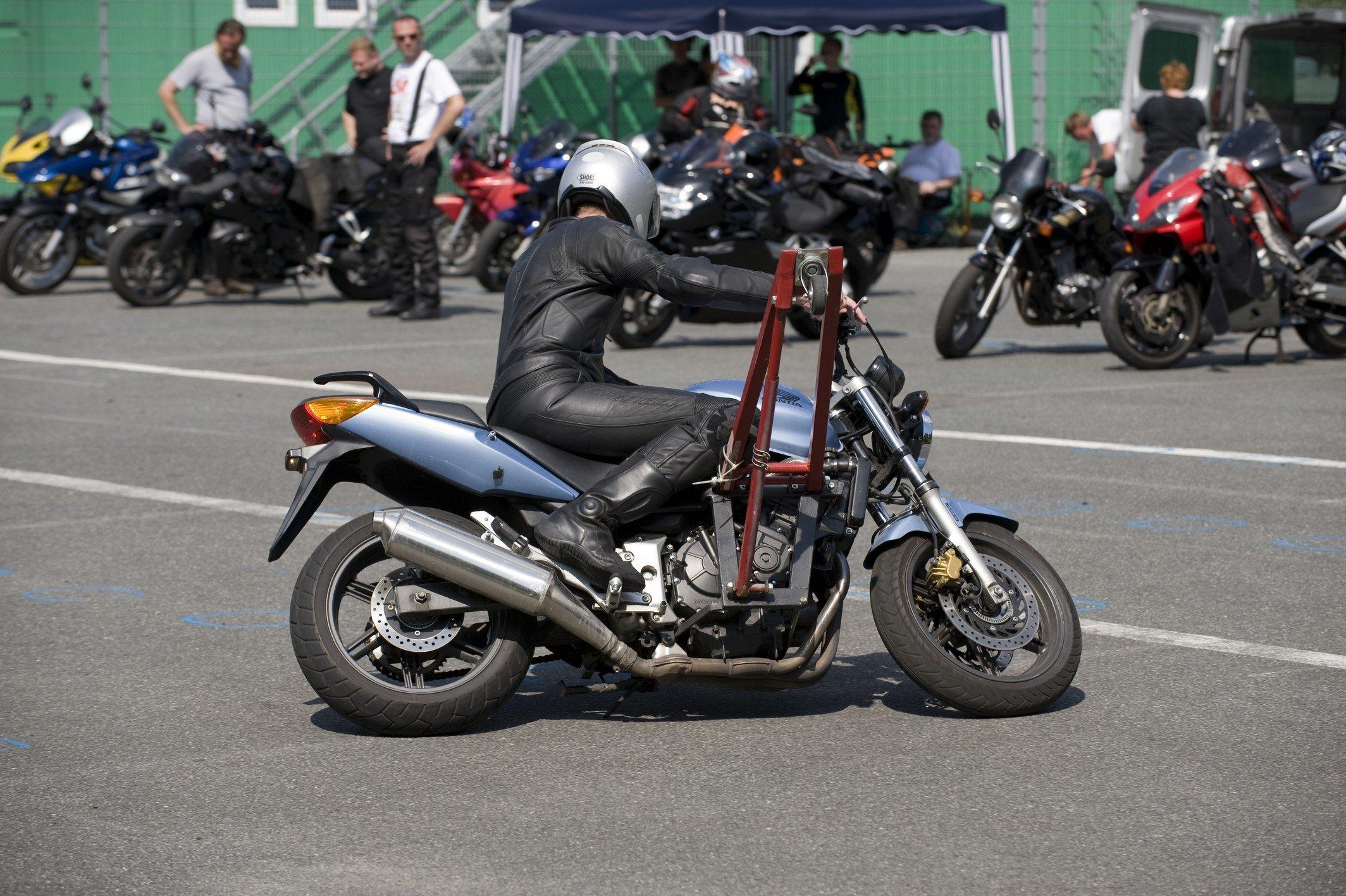 Motorrad-Sicherheitstraining-Schraeglagentraining-015